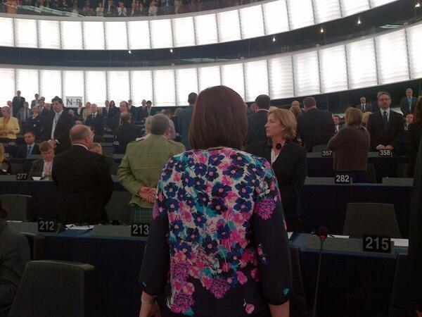 Parlamentari dell'UKIP danno le spalle all'orchestra
