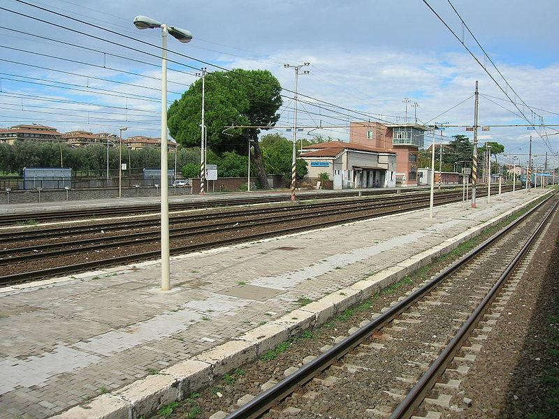 Roma Casilina è una delle tante stazioni ferroviarie inutilizzate, o almeno insufficientemente utilizzate