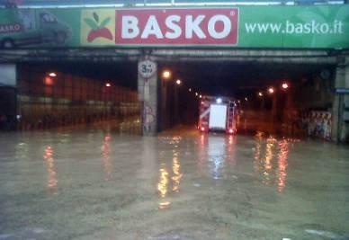Strada allagata a Genova