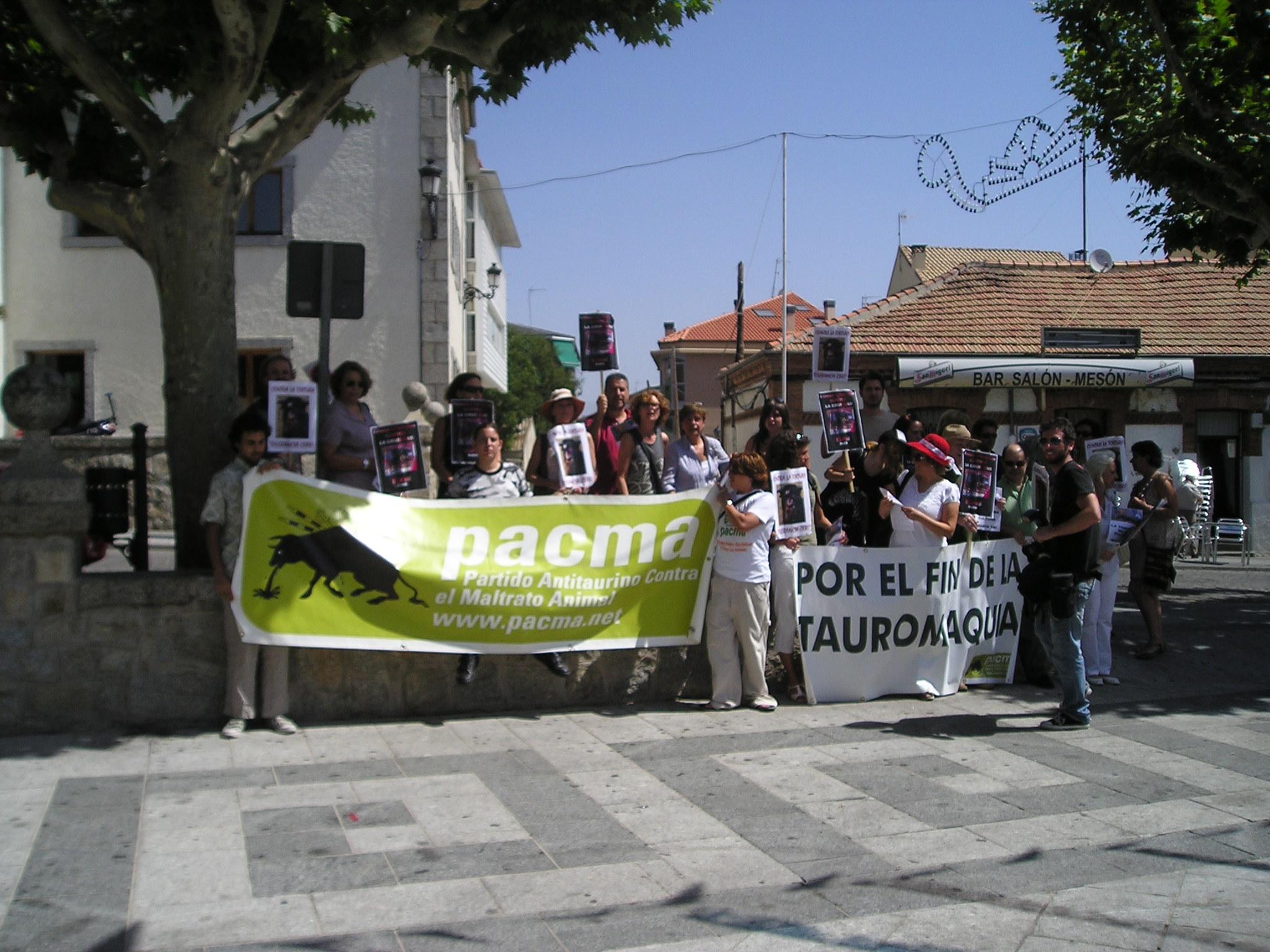 manifestazione del PACMA contro la corrida