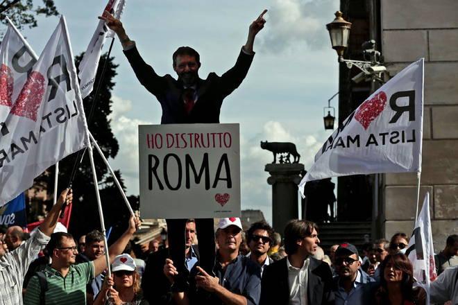 manifestazione per le dimissioni di Ignazio Marino