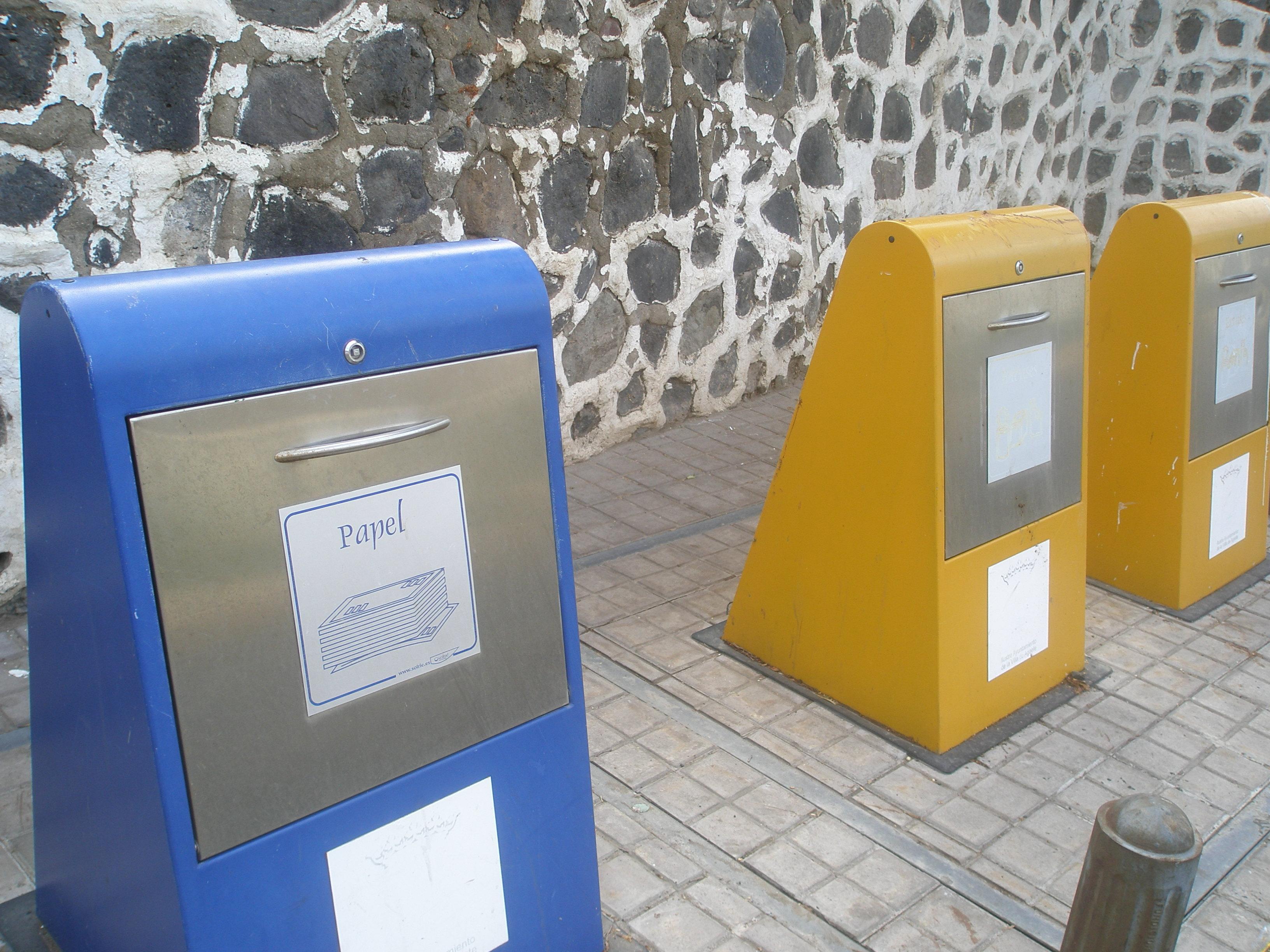 pozzi per la raccolta differenziata dei rifiuti a Gran Canaria